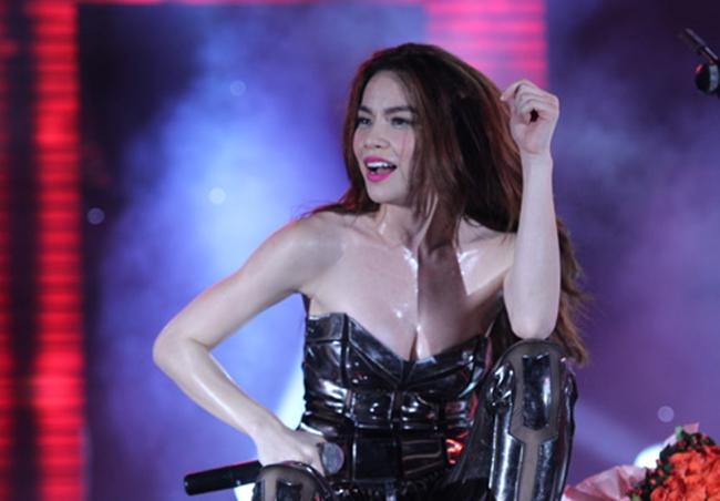 """Nắng nóng, nhìn Angela Phương Trinh, Hoàng Thùy Linh càng khiến fan """"bỏng mắt"""" - hình ảnh 10"""