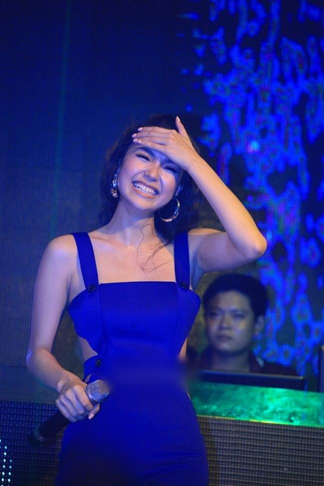 """Nắng nóng, nhìn Angela Phương Trinh, Hoàng Thùy Linh càng khiến fan """"bỏng mắt"""" - hình ảnh 17"""