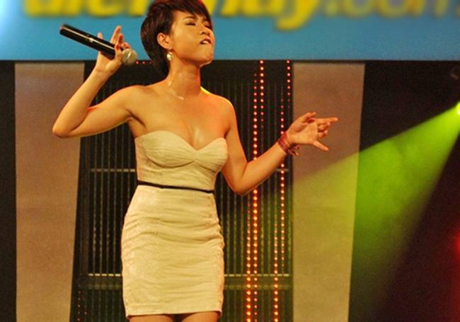 """Nắng nóng, nhìn Angela Phương Trinh, Hoàng Thùy Linh càng khiến fan """"bỏng mắt"""" - hình ảnh 22"""
