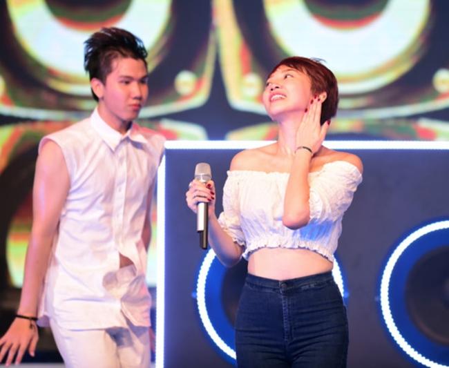 """Nắng nóng, nhìn Angela Phương Trinh, Hoàng Thùy Linh càng khiến fan """"bỏng mắt"""" - hình ảnh 21"""