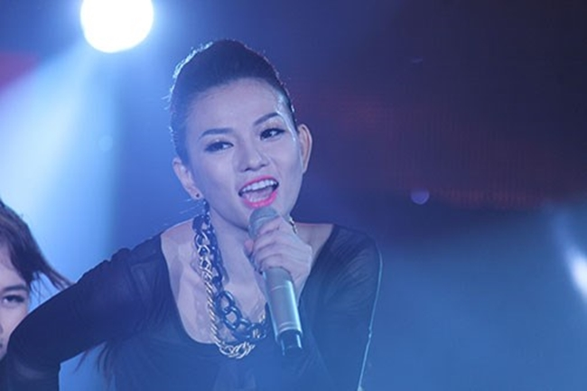 """Nắng nóng, nhìn Angela Phương Trinh, Hoàng Thùy Linh càng khiến fan """"bỏng mắt"""" - hình ảnh 23"""