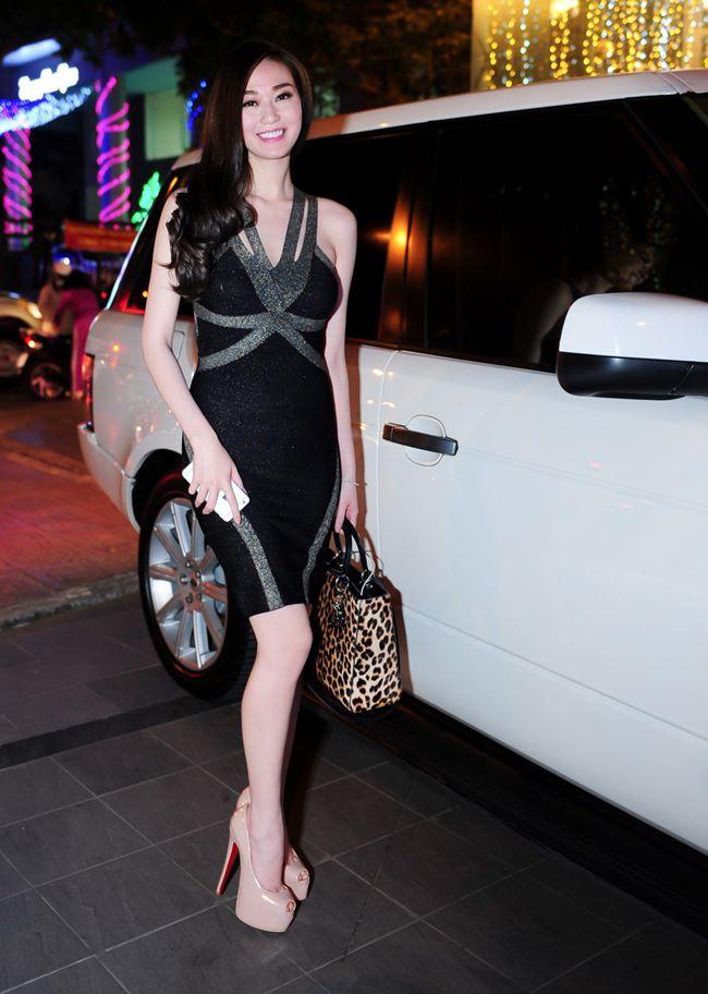 Loạt hot girl 9X gợi cảm, độc thân tự sắm xế tiền tỷ khi còn quá trẻ - hình ảnh 14