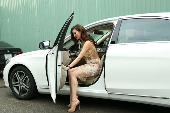 Loạt hot girl 9X gợi cảm, độc thân tự sắm xế tiền tỷ khi còn quá trẻ - hình ảnh 16