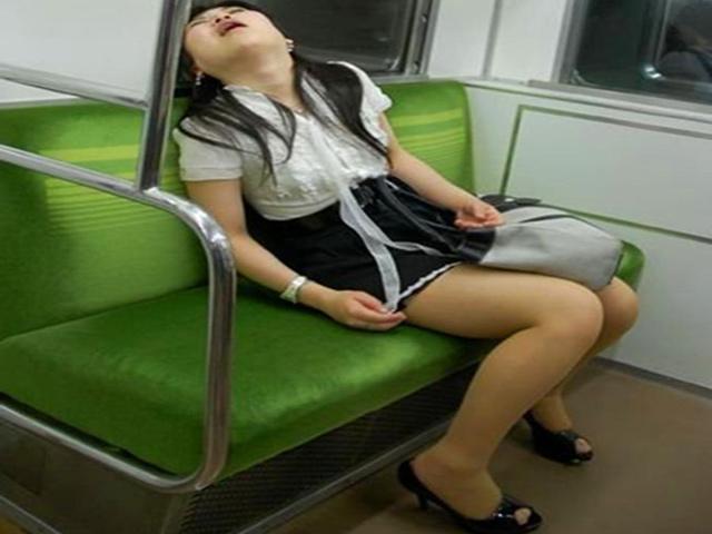 Nói thật đi, bạn đã bao giờ ngủ ngoác cả miệng nơi công cộng?