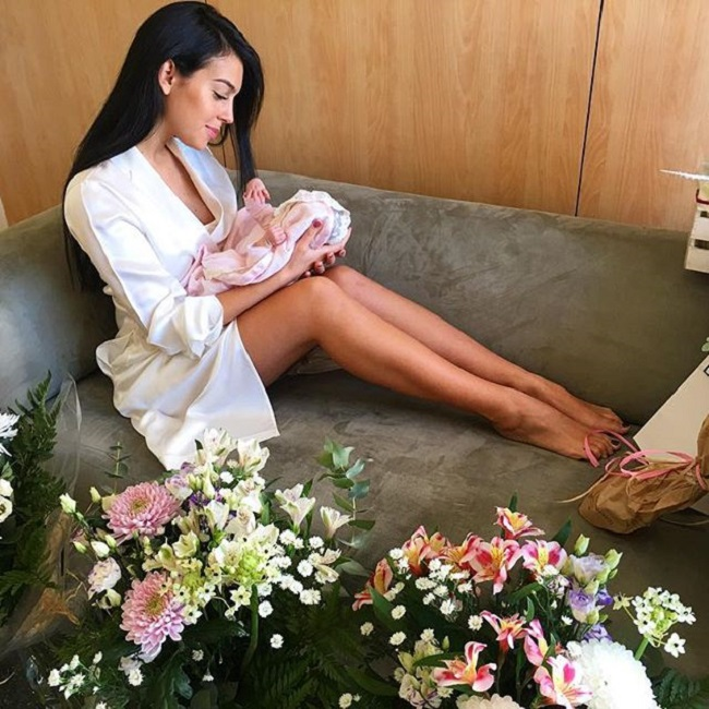 Bạn gái CR7: Hoa khôi mới trong dàn vợ bồ siêu xinh của Real,Juventus - hình ảnh 3