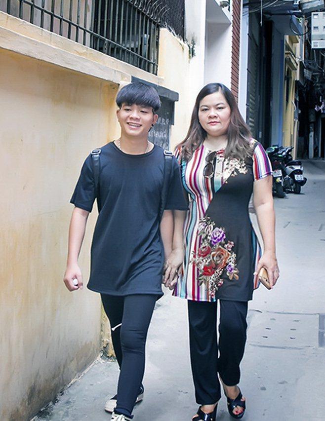 """Mẹ Quang Anh The Voice Kid: """"Cát-xê giảm 5 lần làm gì có tiền phẫu thuật thẩm mỹ"""" - hình ảnh 2"""