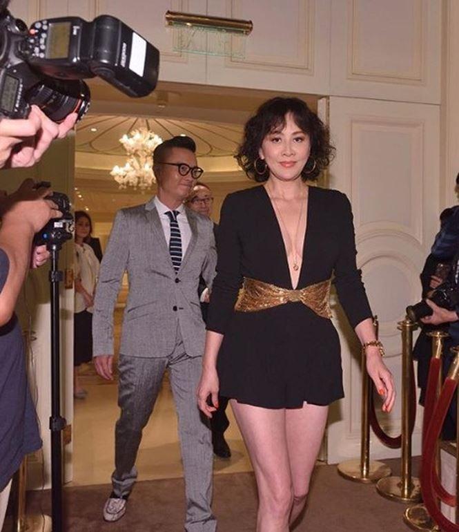 'Phát sốt' với gu mặc ngày càng táo bạo của mỹ nhân U60 Lưu Gia Linh - hình ảnh 2