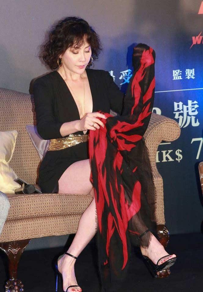 'Phát sốt' với gu mặc ngày càng táo bạo của mỹ nhân U60 Lưu Gia Linh - hình ảnh 5