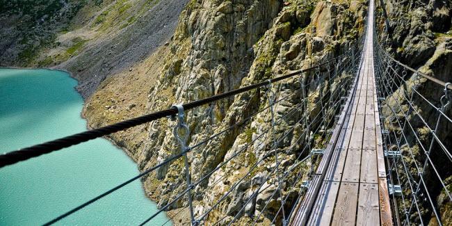 Cầu khỉ Việt Nam nằm trong top 15 cây cầu đáng sợ nhất thế giới - hình ảnh 1