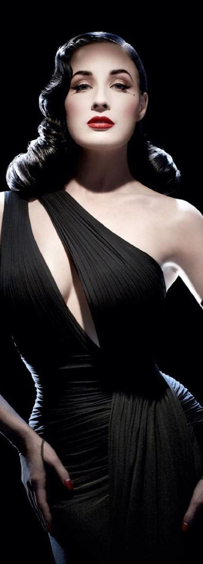 Những ảnh sexy nhất của vũ nữ thoát y số 1 thế giới Dita Von Teese - hình ảnh 4