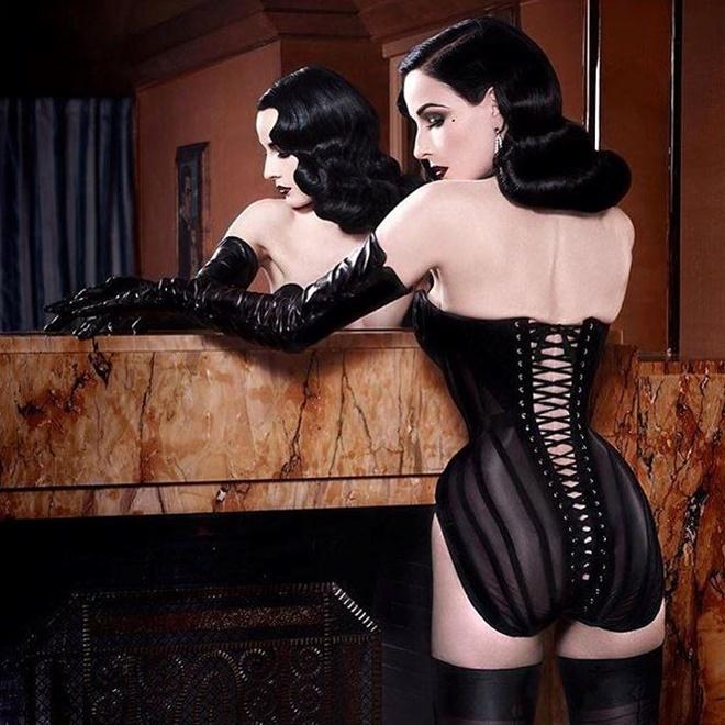 Những ảnh sexy nhất của vũ nữ thoát y số 1 thế giới Dita Von Teese - hình ảnh 5