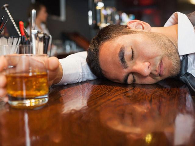 Thực hư việc uống bia ít gây hại hơn uống rượu - hình ảnh 1