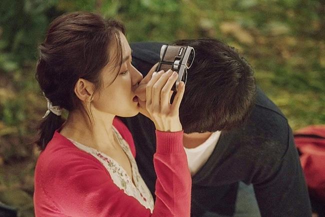 """""""Rụng tim"""" vì những nụ hôn táo bạo của chị đẹp đang hot nhất màn ảnh - hình ảnh 6"""