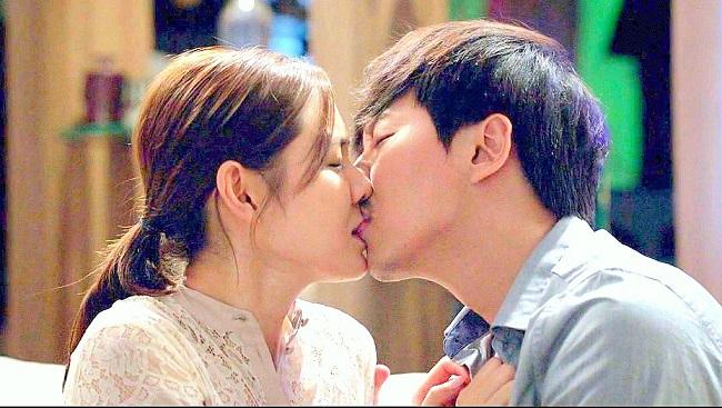 """""""Rụng tim"""" vì những nụ hôn táo bạo của chị đẹp đang hot nhất màn ảnh - hình ảnh 8"""