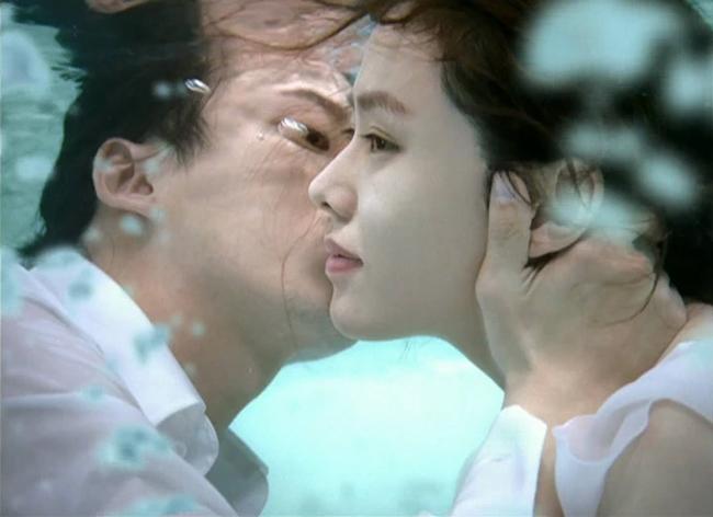 """""""Rụng tim"""" vì những nụ hôn táo bạo của chị đẹp đang hot nhất màn ảnh - hình ảnh 9"""