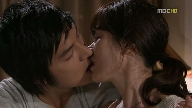 """""""Rụng tim"""" vì những nụ hôn táo bạo của chị đẹp đang hot nhất màn ảnh - hình ảnh 13"""