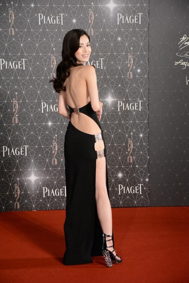 Váy xẻ lườn của Tóc Tiên quá táo bạo với văn hoá Á đông? - hình ảnh 5