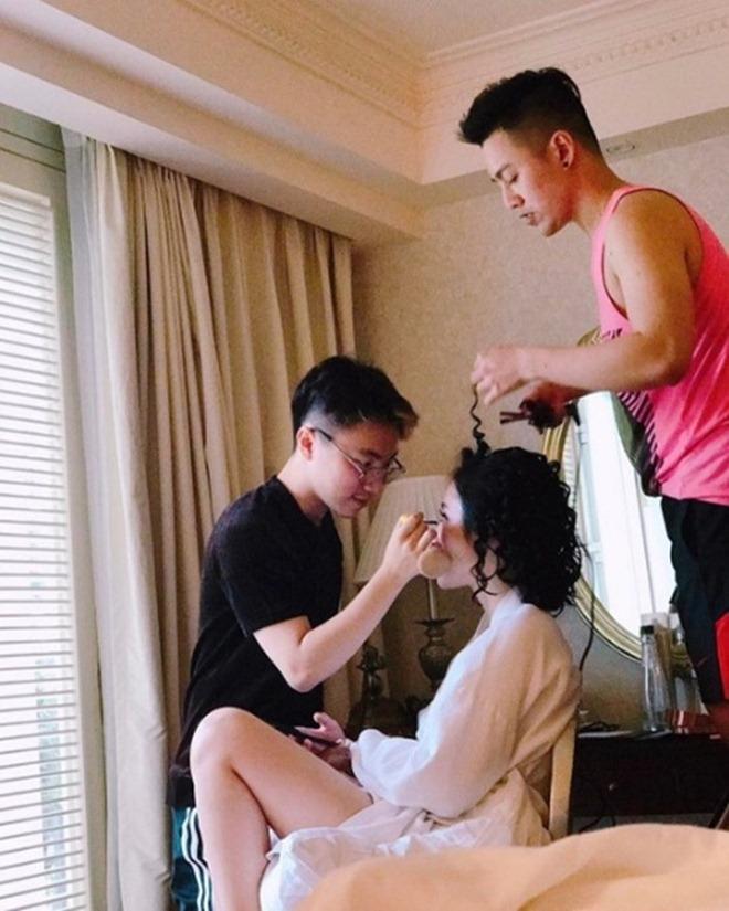 Dáng ngồi từ sexy đến nhạy cảm của Phạm Hương, Angela Phương Trinh - hình ảnh 3