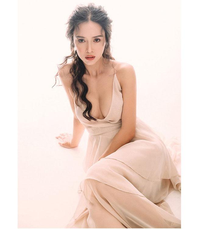 Sau sửa vòng 1, Vân Hugo, Phi Thanh Vân… mê mốt váy áo lả lơi như sắp rơi - hình ảnh 12