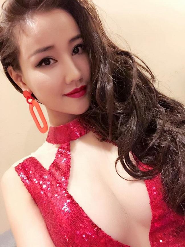 Sau sửa vòng 1, Vân Hugo, Phi Thanh Vân… mê mốt váy áo lả lơi như sắp rơi - hình ảnh 19
