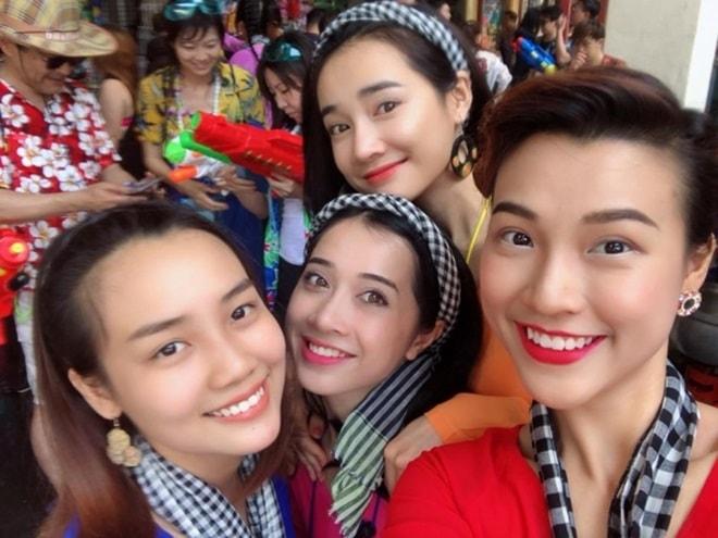 """""""Bật ngửa"""" với trang phục sao Việt diện trong lễ té nước Thái Lan - hình ảnh 3"""