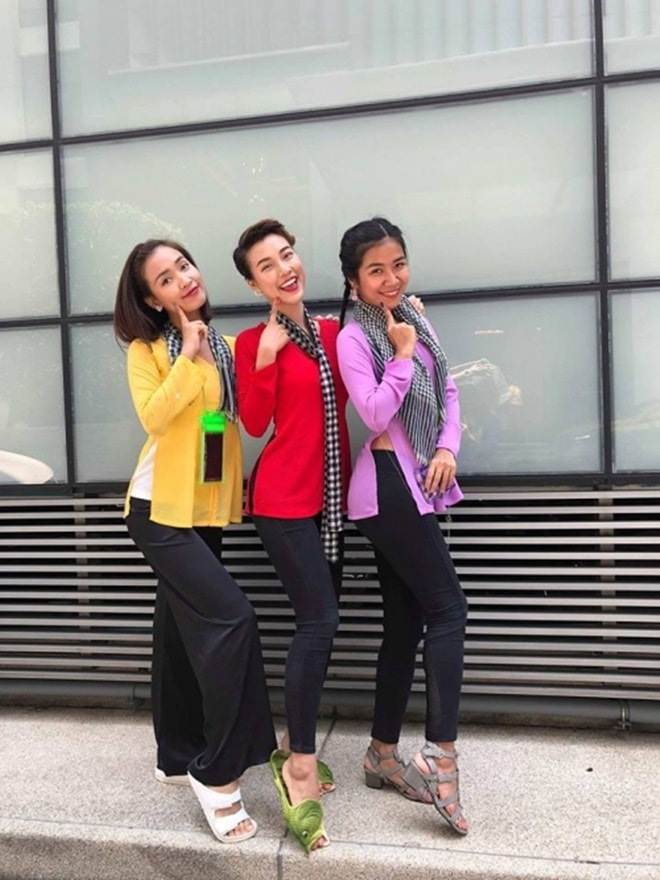 """""""Bật ngửa"""" với trang phục sao Việt diện trong lễ té nước Thái Lan - hình ảnh 2"""