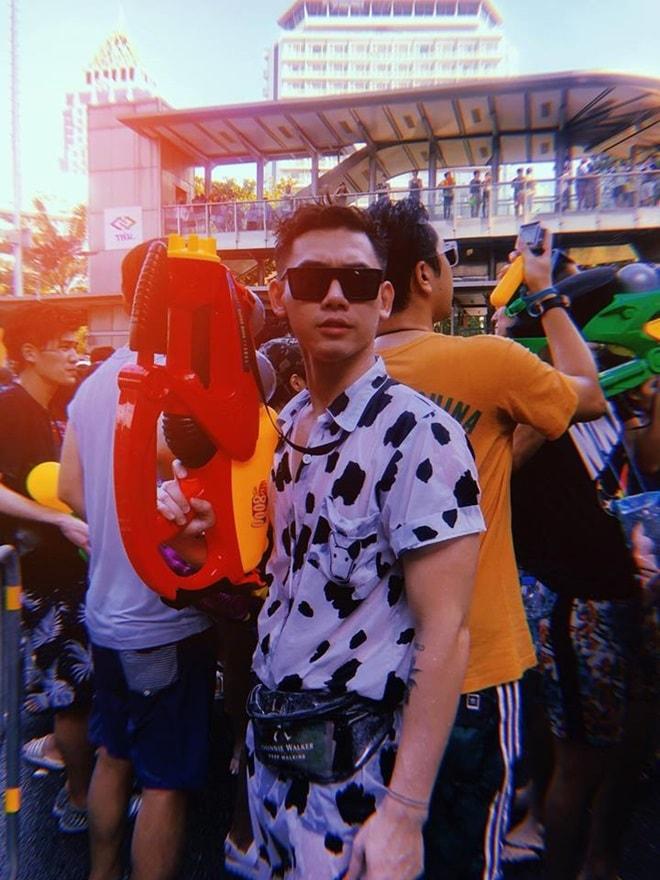 """""""Bật ngửa"""" với trang phục sao Việt diện trong lễ té nước Thái Lan - hình ảnh 10"""