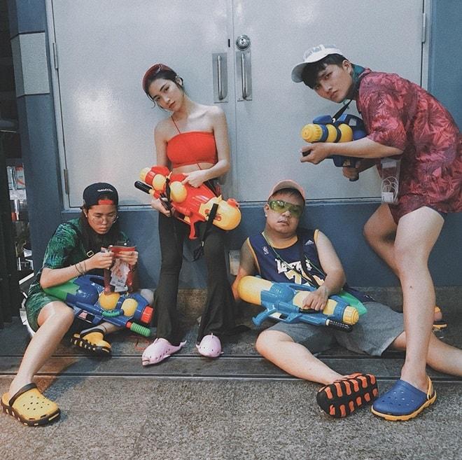"""""""Bật ngửa"""" với trang phục sao Việt diện trong lễ té nước Thái Lan - hình ảnh 11"""