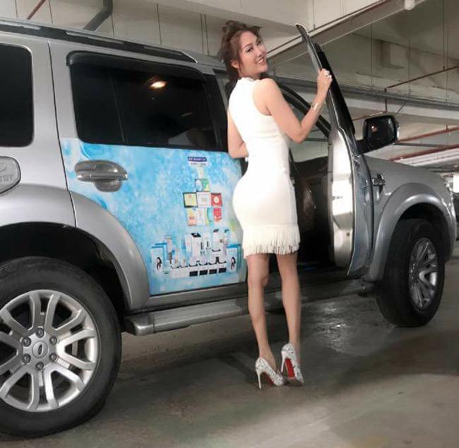 Khoe vòng 3 hơn 1 mét, Angela Phương Trinh và dàn mỹ nhân gây tranh cãi - hình ảnh 8
