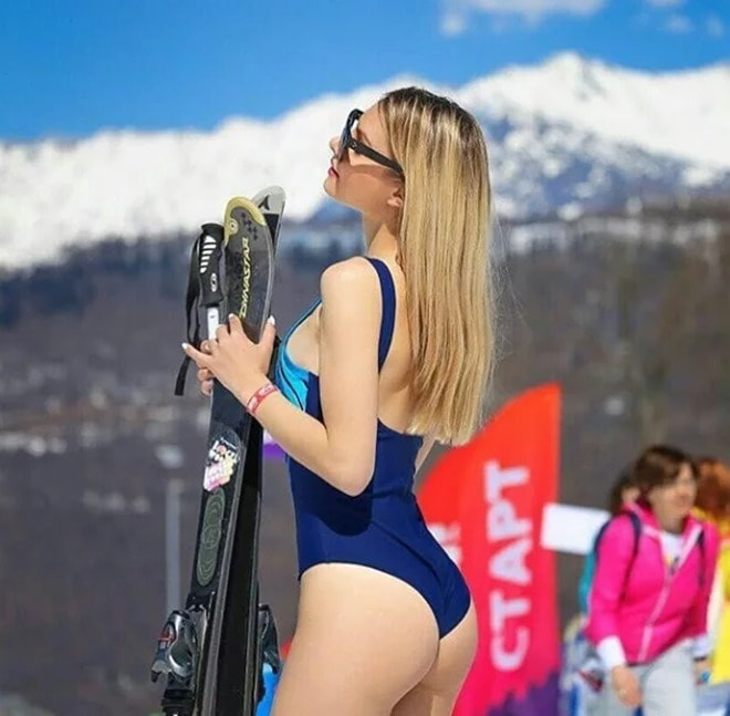 Ngàn gái đẹp diện bikini nóng bỏng trong lễ hội trượt tuyết tại Nga - hình ảnh 3