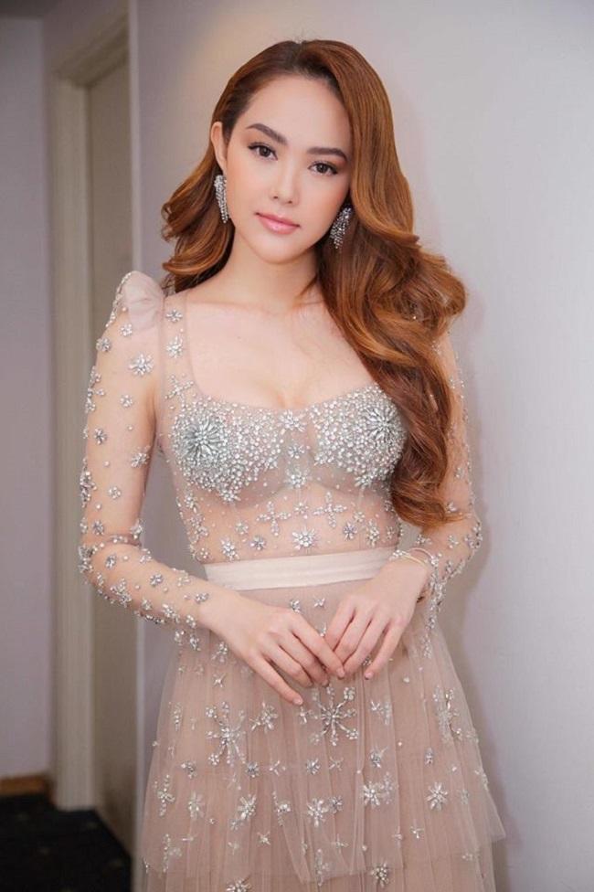 """Váy màu nude dễ mắc lỗi phản cảm của Elly Trần, """"bé heo"""" Minh Hằng - hình ảnh 4"""