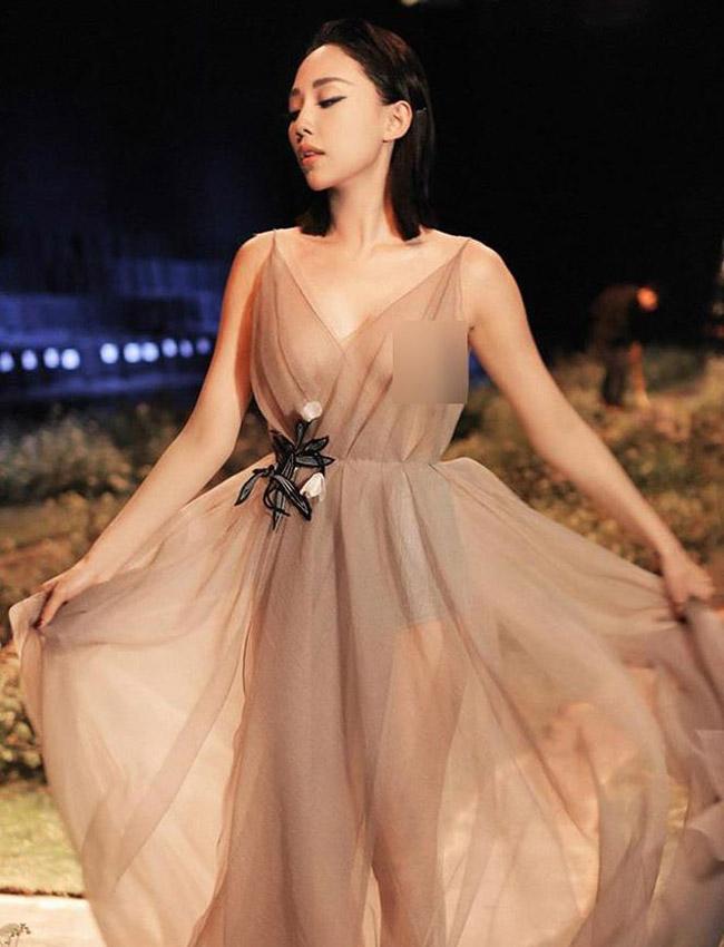 """Váy màu nude dễ mắc lỗi phản cảm của Elly Trần, """"bé heo"""" Minh Hằng - hình ảnh 6"""