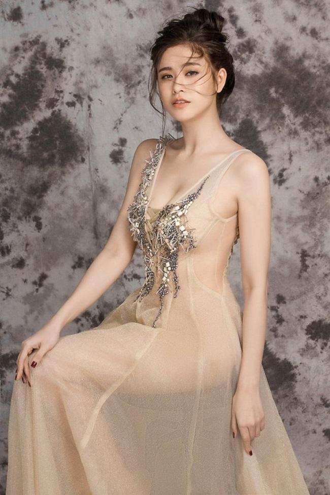 """Váy màu nude dễ mắc lỗi phản cảm của Elly Trần, """"bé heo"""" Minh Hằng - hình ảnh 9"""
