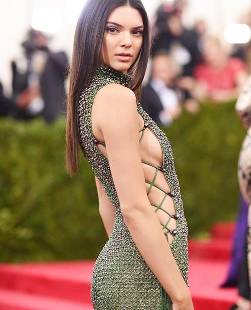 """Đổ xô thẩm mỹ """"nhũ hoa"""" để tự tin """"thả rông"""" như Kendall Jenner - hình ảnh 5"""