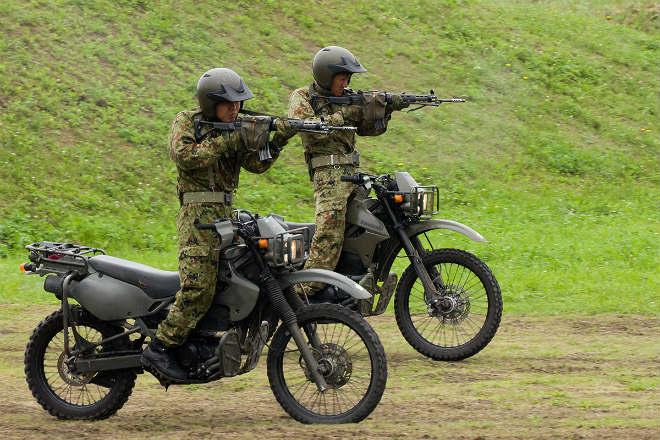 Xem biệt đội môtô trinh sát Nhật Bản biểu diễn điêu luyện - 1