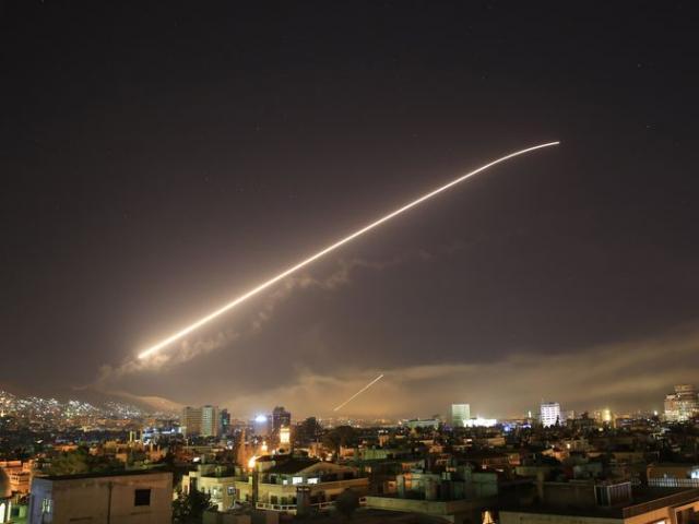 Mỹ tấn công Syria: Tự đưa mình vào thế hiểm?