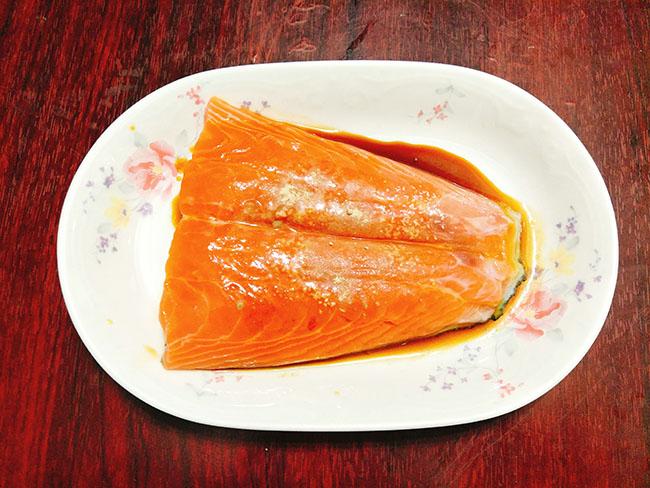 Thi thoảng ăn sang với cá hồi sốt bơ béo ngậy, thơm lừng - 3