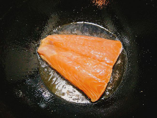 Thi thoảng ăn sang với cá hồi sốt bơ béo ngậy, thơm lừng - 5