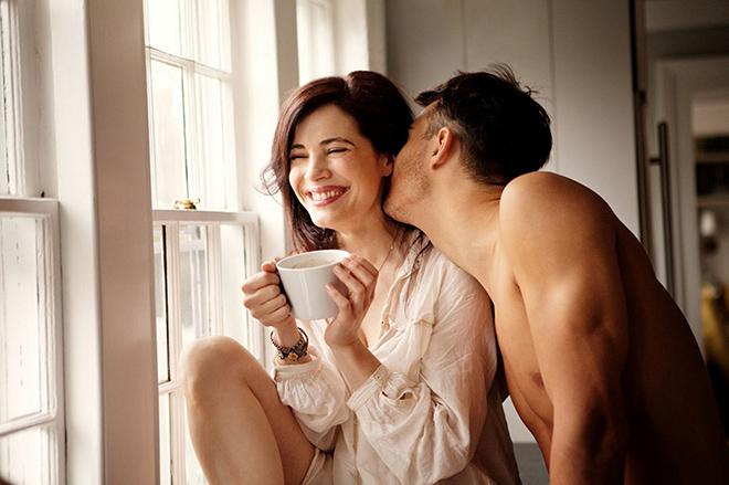 """""""Tuổi tình dục"""" của phụ nữ dài hơn khiến tình chị em có cơ hội """"lên ngôi"""" - hình ảnh 1"""