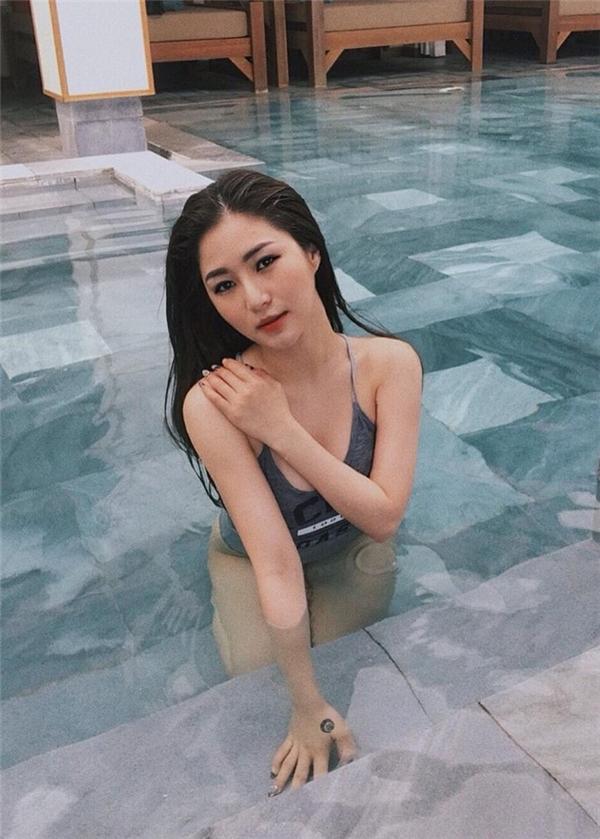 """Ảnh áo tắm tiết lộ vóc dáng thật gây bất ngờ của """"Em gái mưa"""" Hương Tràm - hình ảnh 11"""