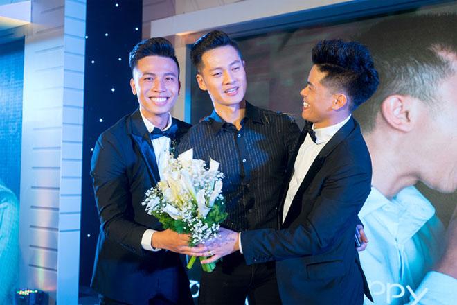 Trấn Thành dự tiệc cưới đồng giới của John Huy Trần - hình ảnh 4