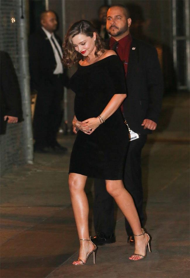 """""""Vợ tỷ phú đẹp nhất thế giới"""" Miranda Kerr mang bầu vẫn quyến rũ ngất ngây - hình ảnh 13"""