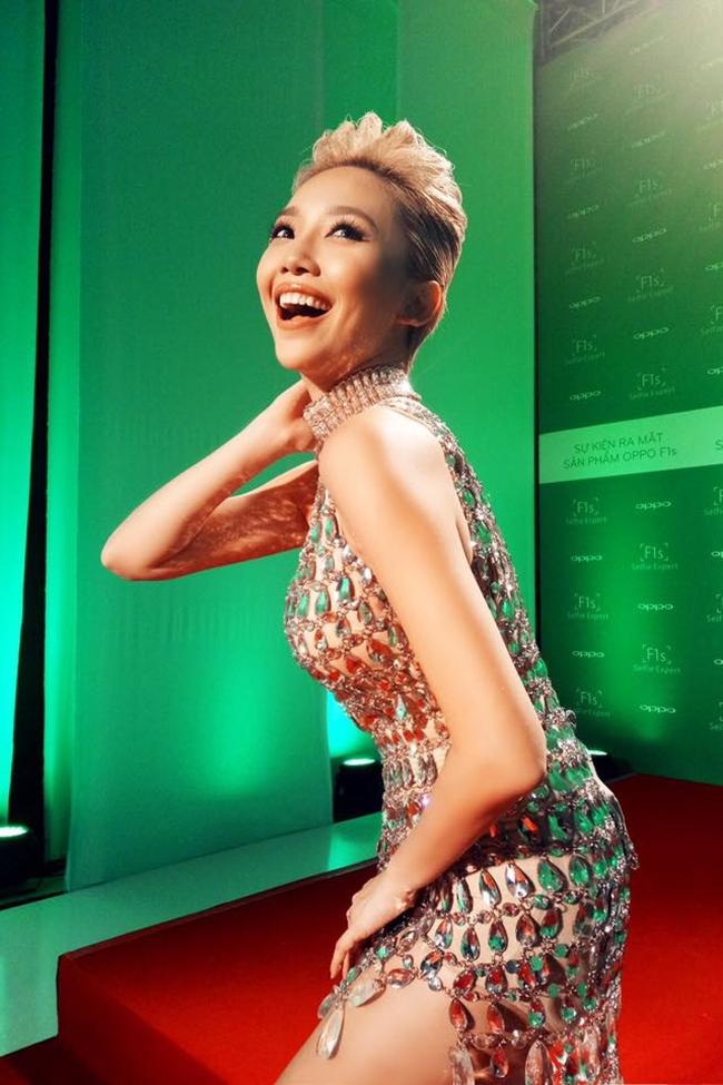 Mỏi cổ xem Angela Phương Trinh và dàn mỹ nữ oằn mình tạo dáng - hình ảnh 17