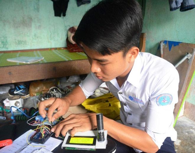 Nam sinh Quảng Nam chế tạo máy đo nồng độ cồn thông minh - hình ảnh 1