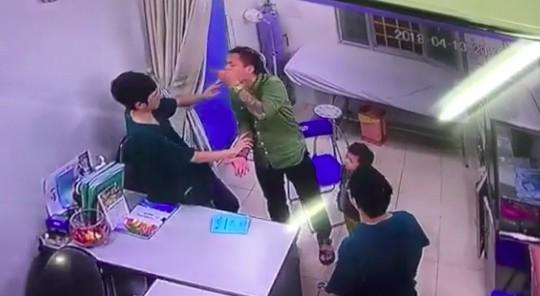 Thông tin bất ngờ vụ bác sĩ BV Xanh Pôn bị hành hung - hình ảnh 1