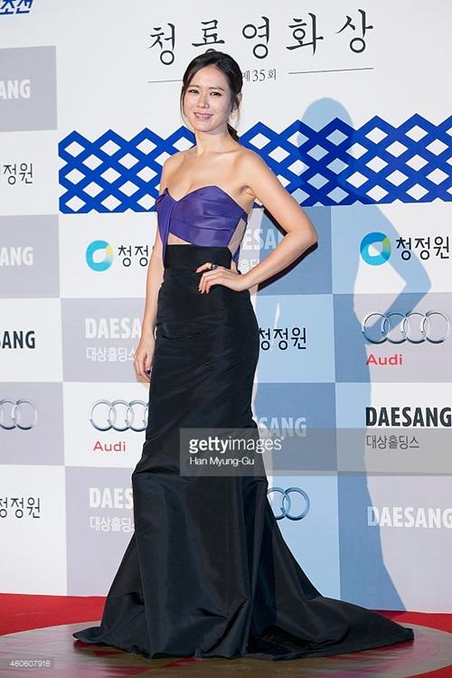 """12 bộ váy gợi cảm nhất của """"chị đẹp"""" Son Ye Jin - hình ảnh 5"""