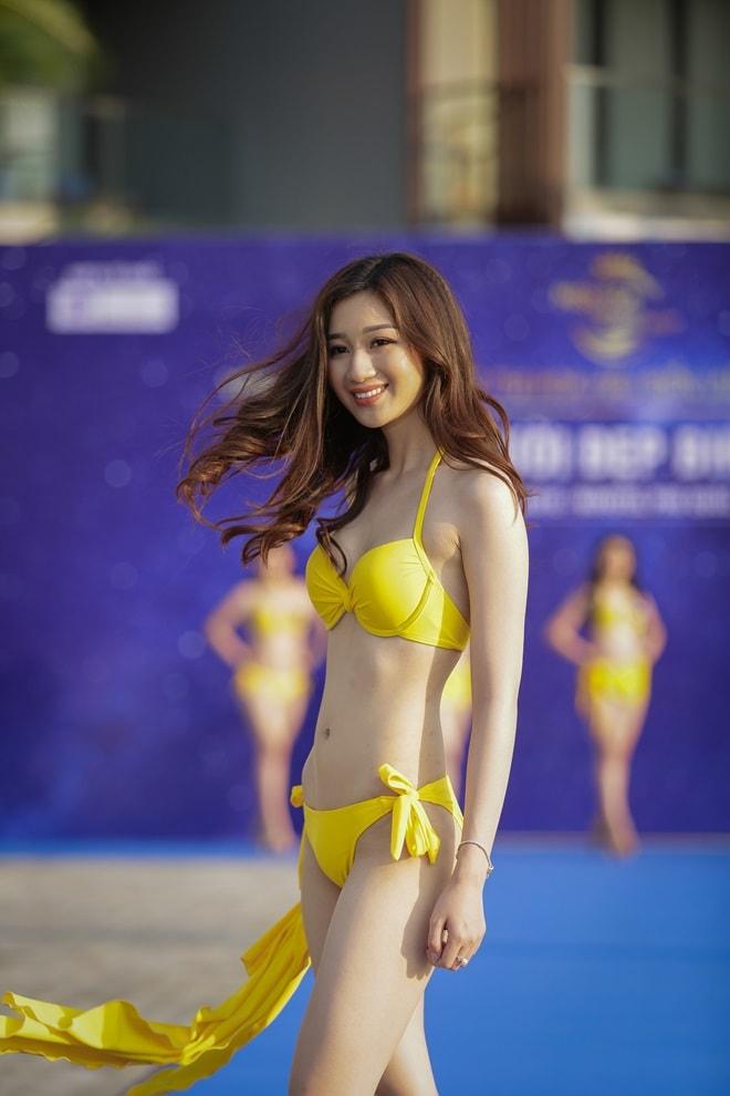 """Tình cũ 3 năm của Lê Hiếu khoe đường cong trong phần thi """"Người đẹp bikini"""" - hình ảnh 9"""