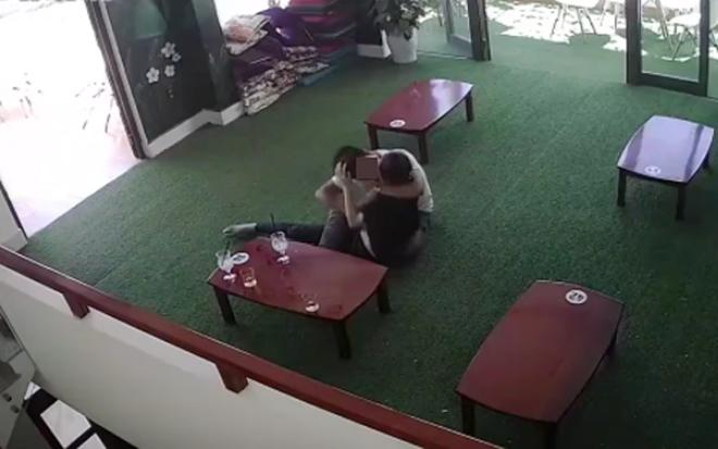 """""""Ân ái"""" trong quán trà sữa: Thể hiện ý thức kém của người trẻ - hình ảnh 2"""