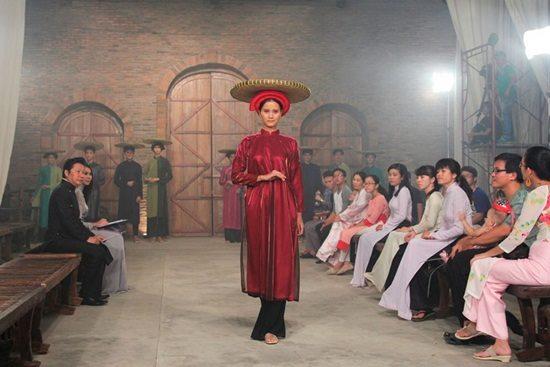 Quán quân Next Top Việt lộ ngực vẫn bình thản trên sàn diễn - hình ảnh 4