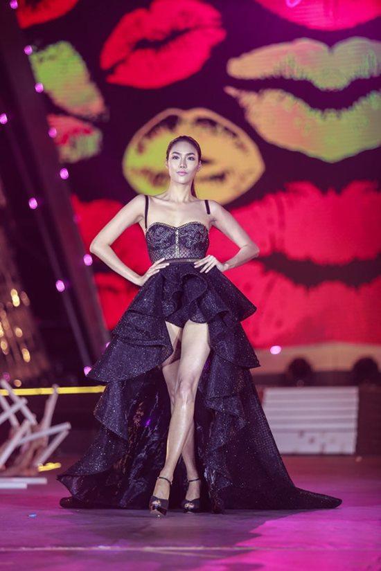 Quán quân Next Top Việt lộ ngực vẫn bình thản trên sàn diễn - hình ảnh 10
